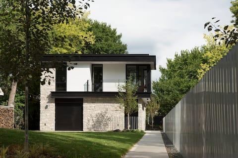 Modern Guest House on Bde Maka Ska - NEW BUILD