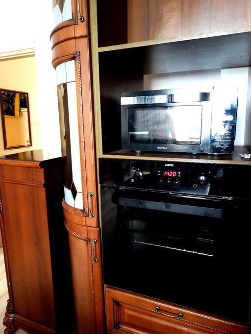 Духовой шкаф и микроволновка Bosch