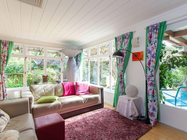 Twin Room @ Waimoana Garden B&B