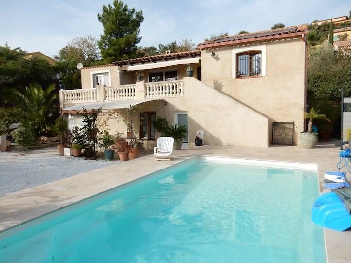 Studio dans villa avec piscine
