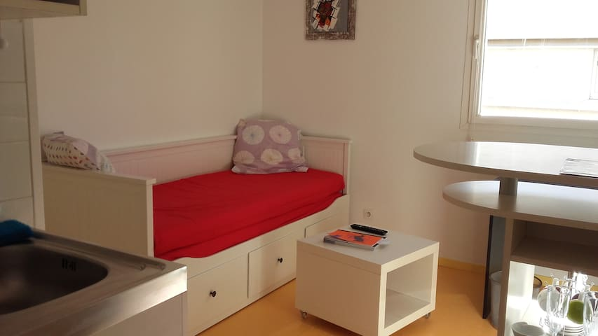 Studio avec parking s curis apartments for rent in for Location meuble avignon