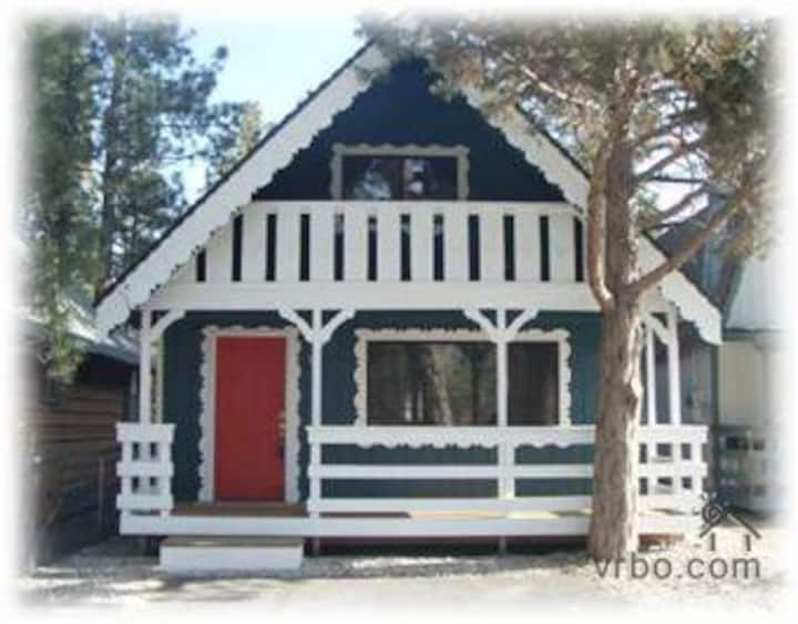 Nicely updated cabin! 2bed + loft