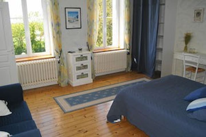 Chambre familiale Marie-Louise - Marennes - Bed & Breakfast