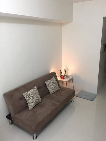 Cozy Studio Unit With a Pretty View of Sunset - Quezon City - Condo