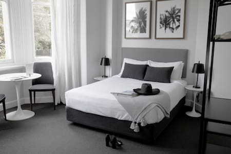 St Mark's Randwick - Queen Deluxe Room
