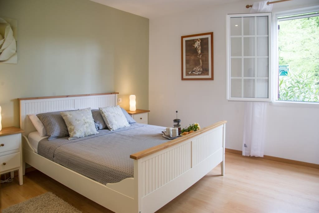Spacious master bedroom, with en suite bathroom