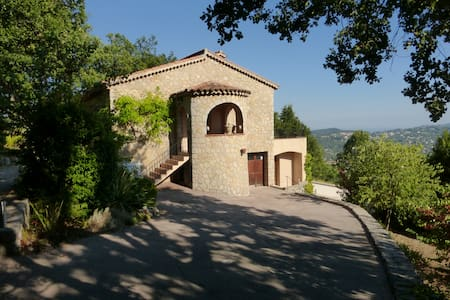 Provencal home with heated pool and stunning views - Spéracèdes - Casa
