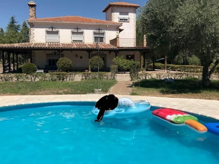 Chalet con Piscina Privada- Sólo Planta primera