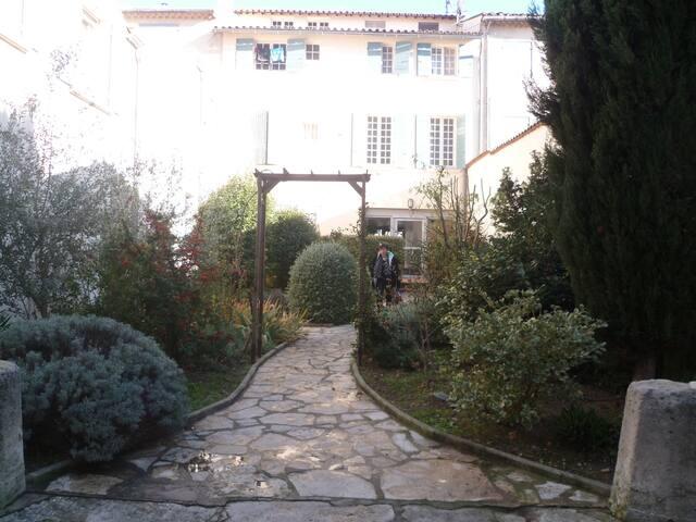 Joli T2 au dernier étage / CV St Rémy de Pce / TV - Saint-Rémy-de-Provence - Appartement