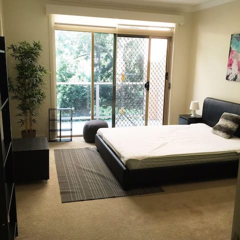 Master Rm close to Macquarie Uni with Ensuite - Marsfield - Huis