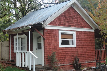 Comfortable Cottage - Walk to Pub or hiking trails - Cobble Hill