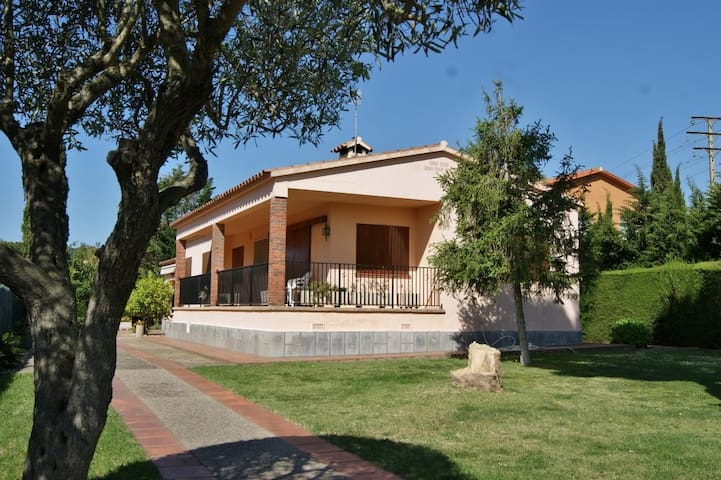 House in Torre Simona just 5 minutes from Castell Beach. - Mont-ras - Huis
