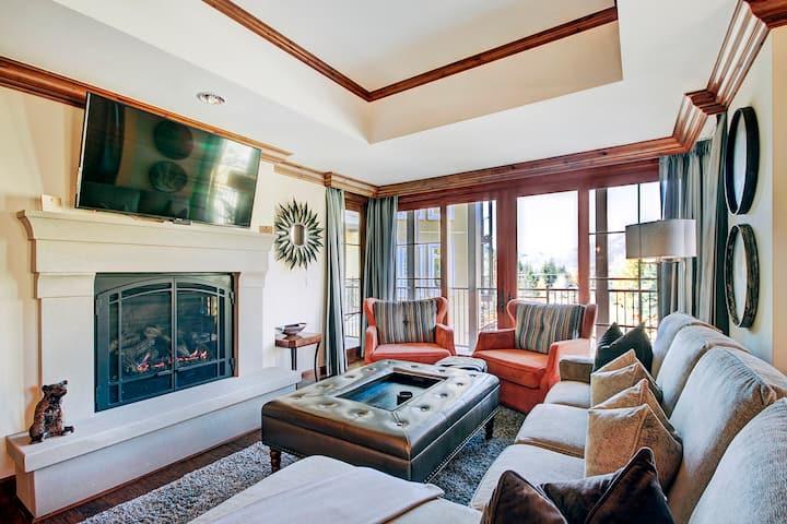 2Br + Den Ritz-Carlton Condo Outdoor Heated Pool