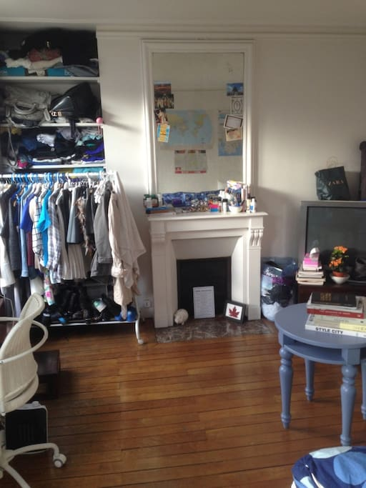 room to rent (personal belongings will be gone)