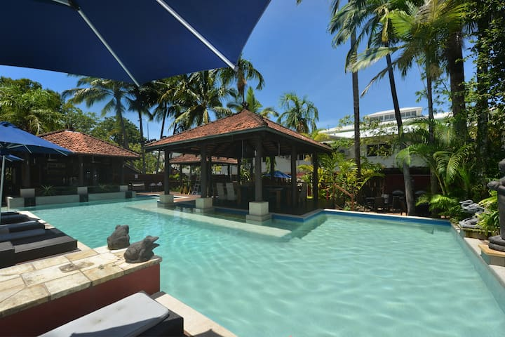 Seascape Holidays at Hibiscus Gardens 2 Bed Apt