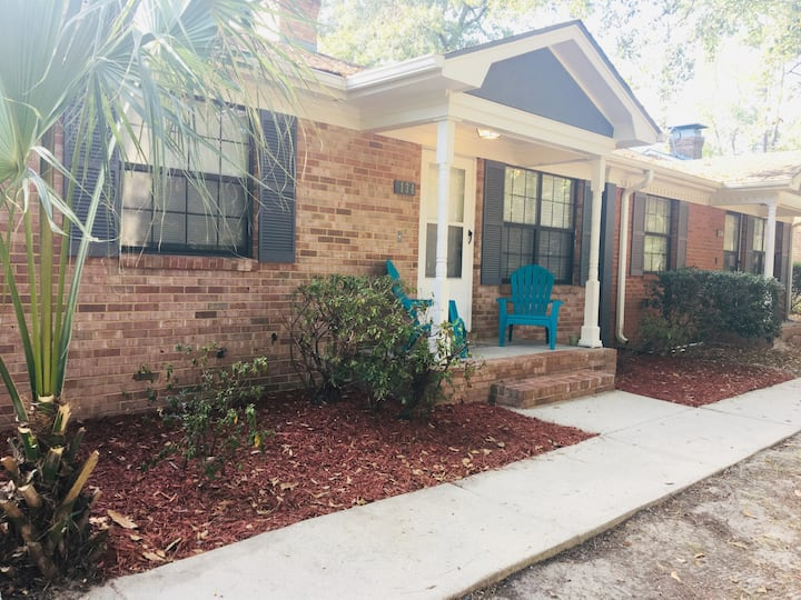 Centrally Located 2bd/2ba Townhouse Retreat