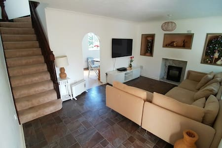 Cozy Family Retreat, Manchester, Near M60 - Worsley