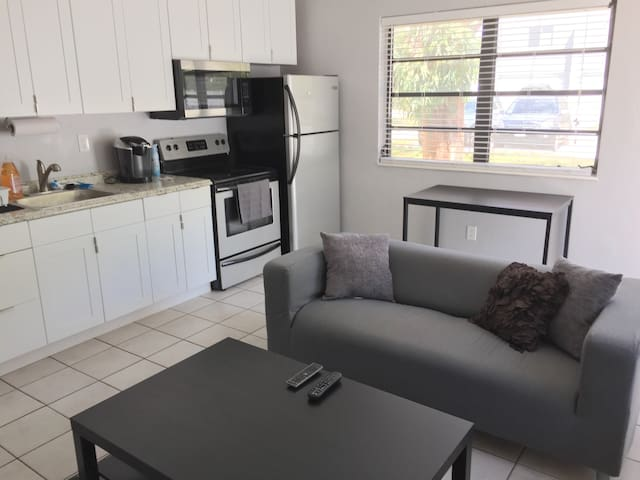 Private Home Near Downtown & Beach remodeled!