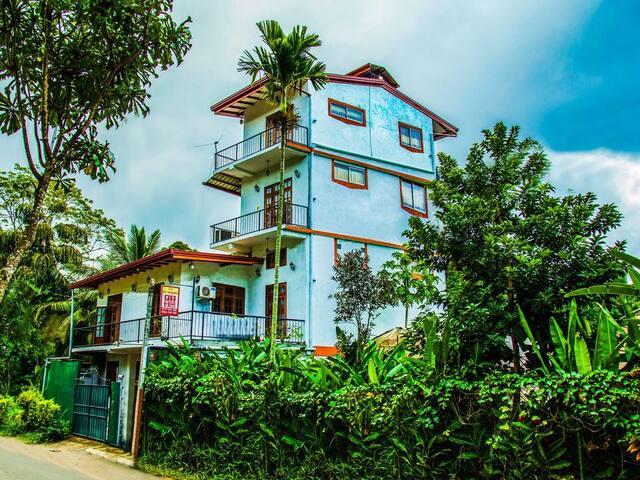 AC Home In Peradeniya Kandy