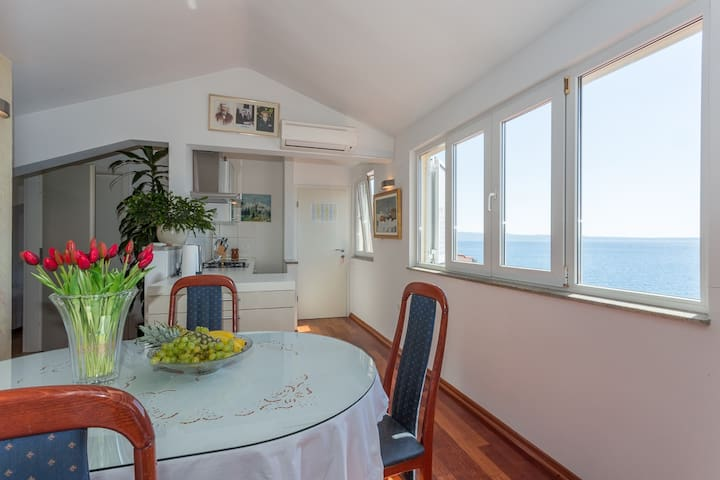 Large sea view apartment in Stobreč