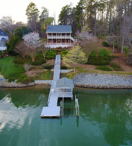 Big lake house in Belmont, NC (boat rental option) - Belmont - Hus