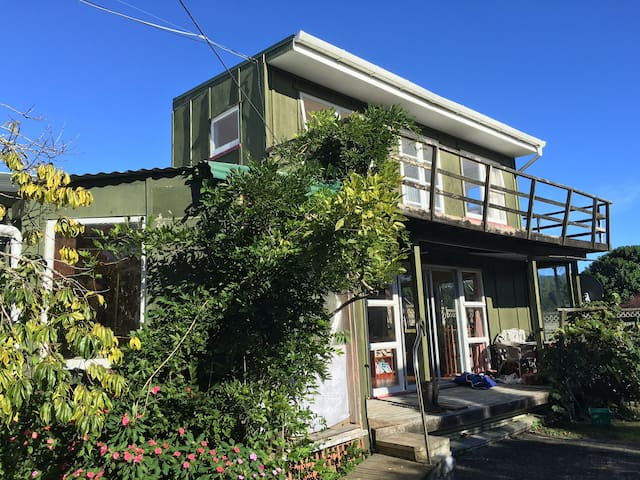 Sunny little cottage by the sea - Parua Bay - Huis