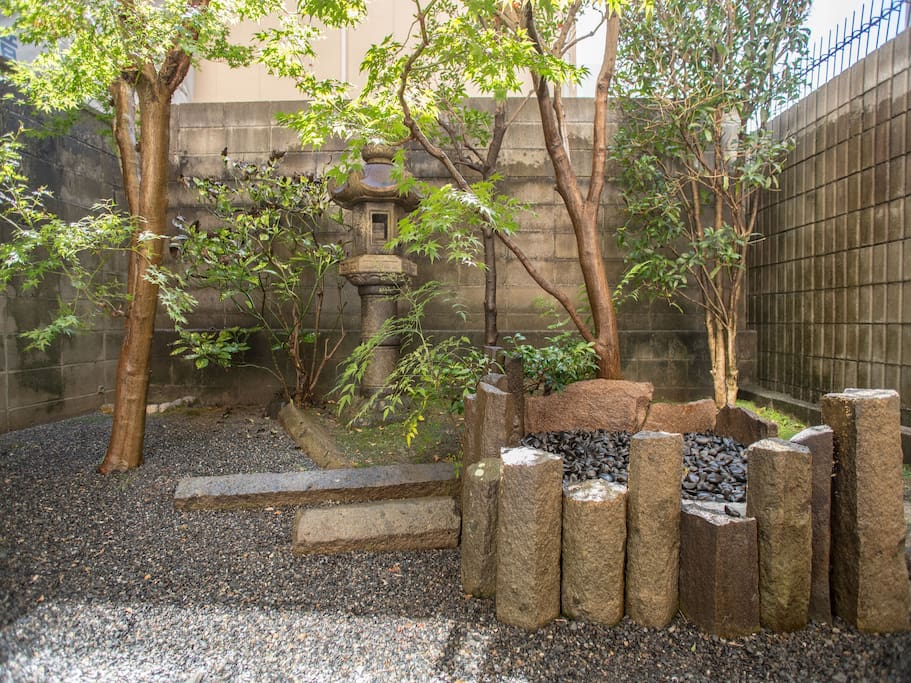Sightseeing in Kyoto in October, November and December can see a wonderful autumn leaves.view of the garden