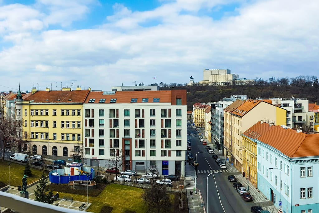 Panorama view on Vitkov Park, enjoy Prague and a cup of coffee at the balcony!