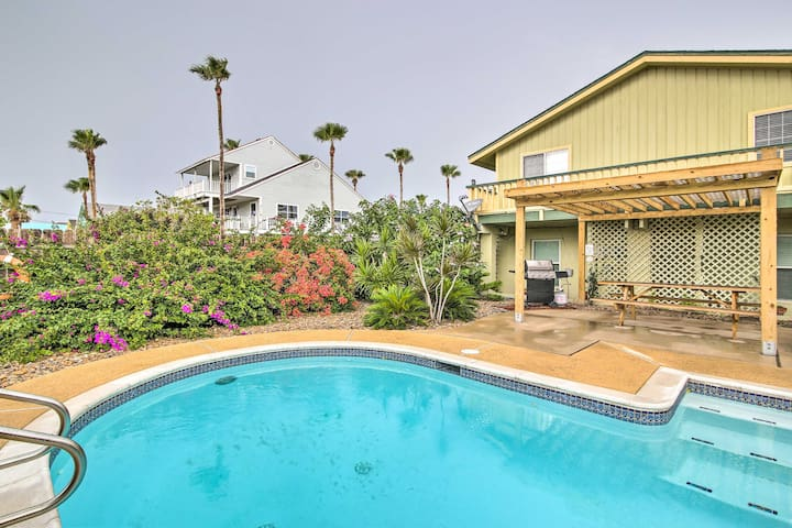 South Padre Island Oasis - Walk ½ Block to Beach!