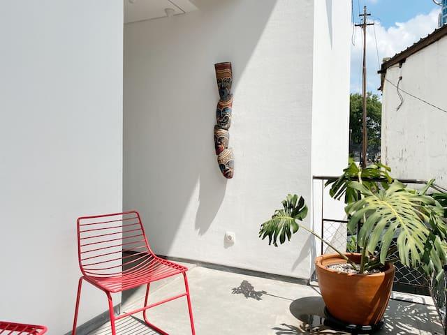 Stylish Room located next to Jalan Braga
