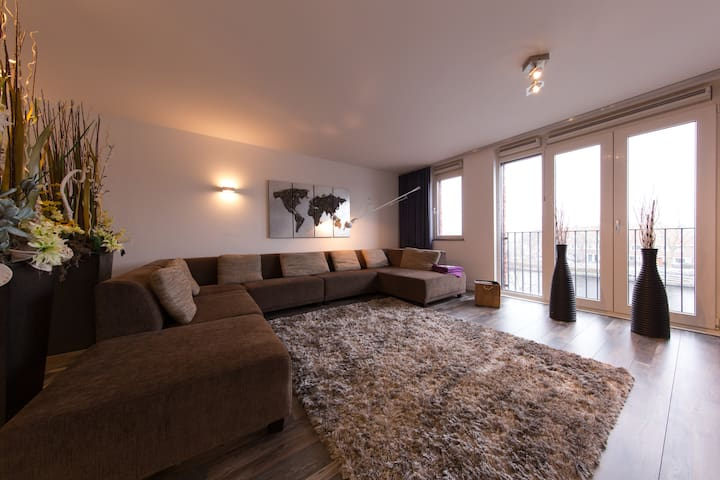 Modern, spacious apartment with a magnificent view - Heemstede - Huoneisto