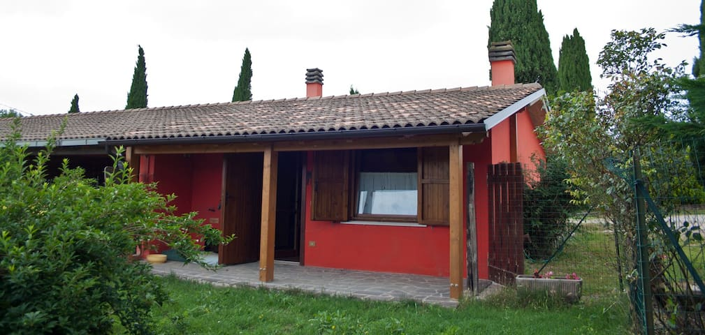 Peaceful and quiet guesthouse in countryside - Teramo - Huis