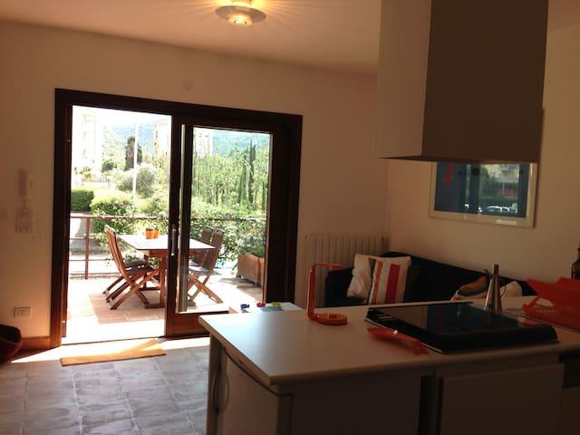 1. Appartamento con terrazzo a 150mt dal mare