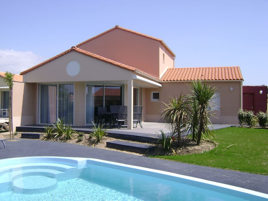 Villa piscine sophora6 holiday homes for rent in le for Piscine chateau d olonne