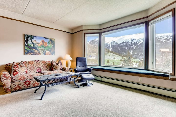 NoFee Cancellation, Cleaning Buffer Between Guests-Stunning Mtn. Views! Bike Locker-Close to Trails