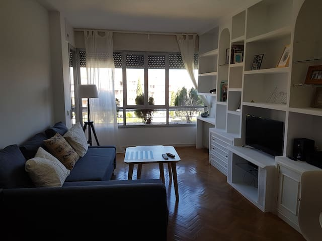 Private Room and Bathroom with 2 Beds - Pozuelo de Alarcón - Lägenhet