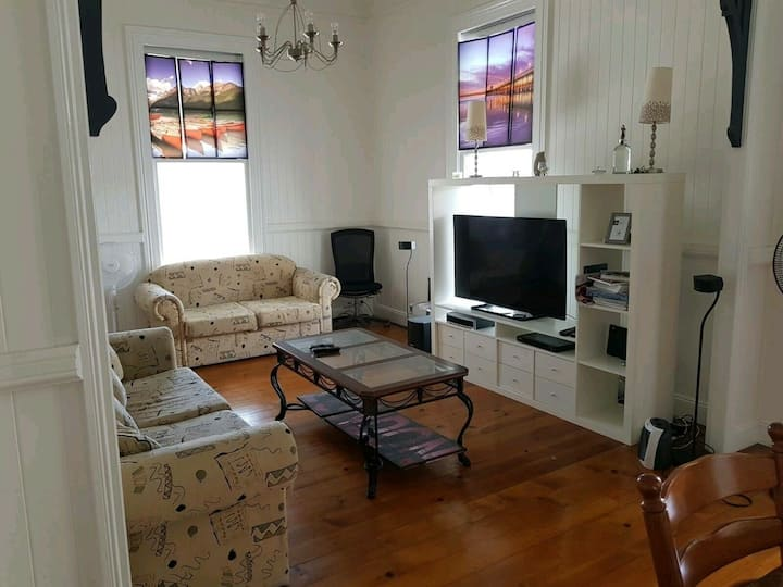 Room for Rent Highgate Hill R2