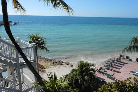 Ocean Front Studio private Sandy Beach in Key West