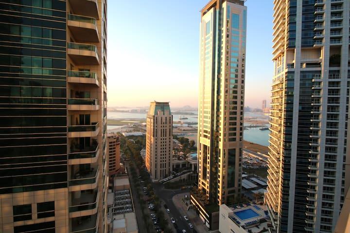 R&H- 3BR, Marina, Stunning Sea Views