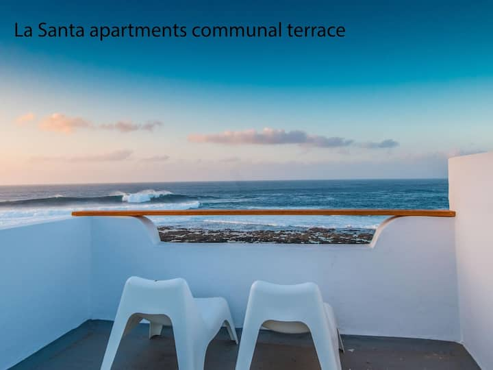 La Santa 1- seafront apartment, 5m from the sea with communal roof top terrace