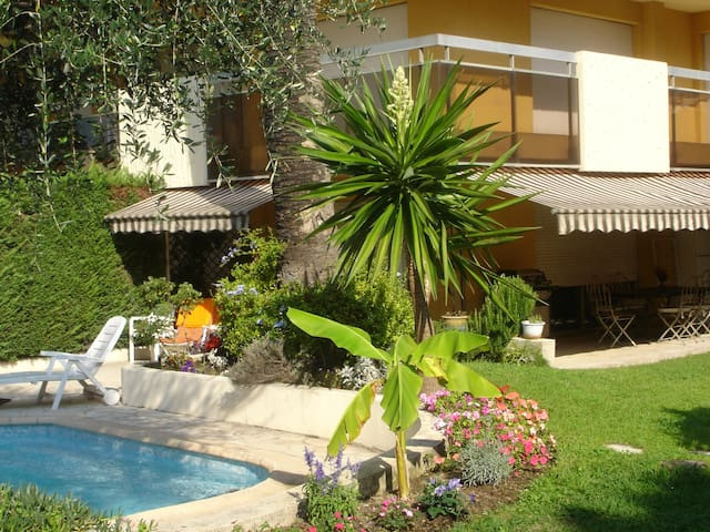 Charme élégance avec piscine et jardins privés ...