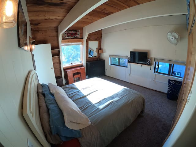 Private Master North Bedroom Walk from Tahoe City!