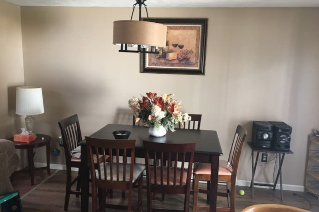 Dining room table & spacious area!