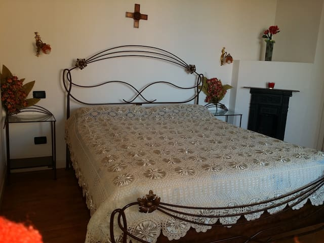 double bed room Vittoria, + single bed if request
