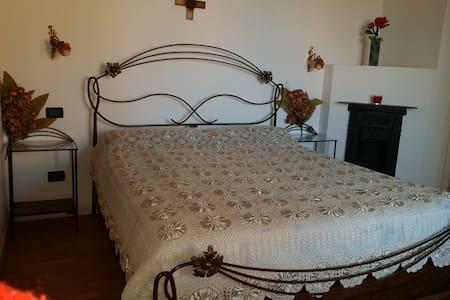Vittoria - B & B Casa dei Camini - Bed & Breakfast