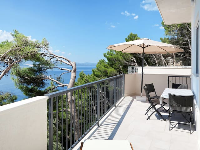 Holiday house Lada with AMAZING pool and sea views