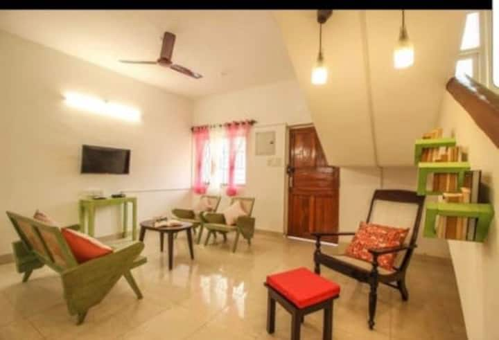 Greenhouse villa. Two min walking Calangute beach.