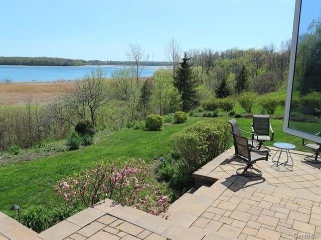 绝美河景整套别墅出租,超大后院私家花园,私人码头,游船,按摩浴缸,应有尽有