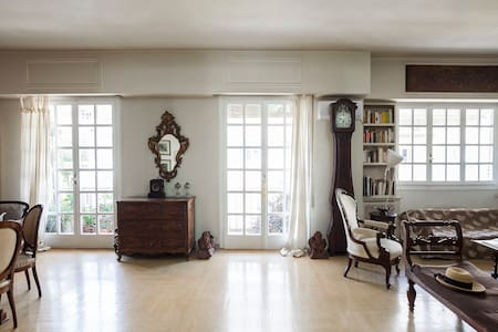 Sunny&spacious with antique furniture in Kolonaki