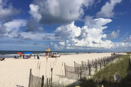 CHARMING QUEEN W/BREAKFAST, 5 MINS WALK T0 BEACH! - Saint Augustine Beach